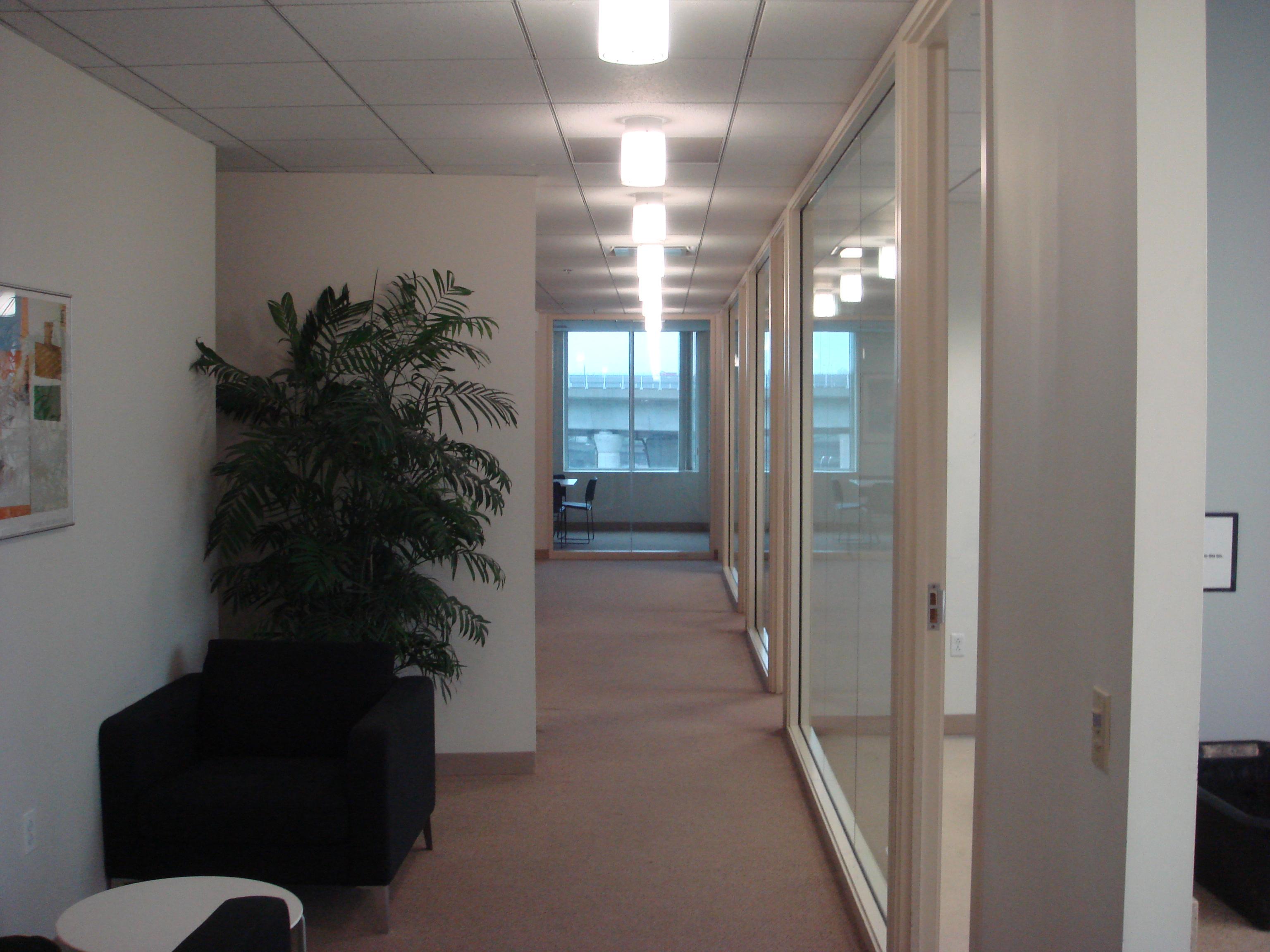 Hultボストンの会議室前廊下