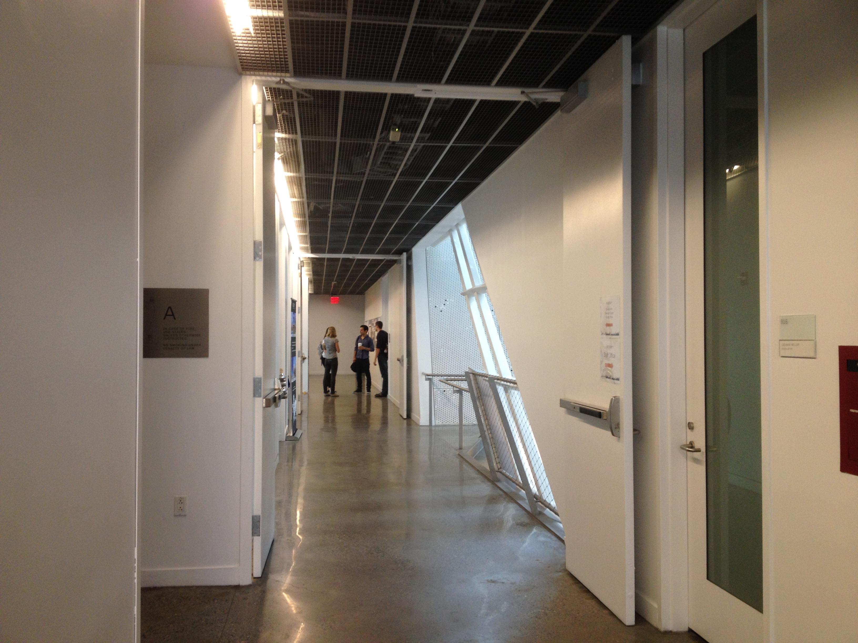 廊下2@メインキャンパス
